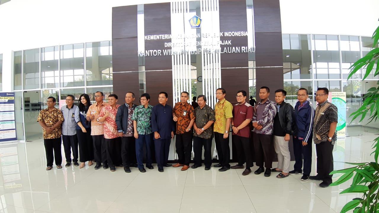 Dokumentasi Bersama Dengan Kanwil DJP Kepri - Ladfanid Konsultindo Batam Menyediakan Jasa Akuntansi, Perpajakan, dan Software Akuntansi & Kasir